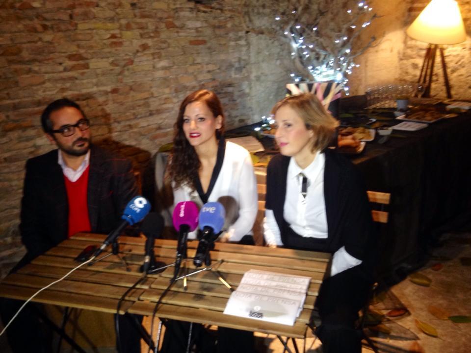 Rafa Gómez, concejal de cultura de Murcia junto a Natalia Torres y Marta Abellán, las organizadoras de Luces, Acción!