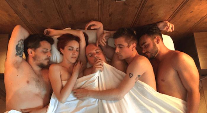 Porno en el nuevo clip de Novedades Carminha