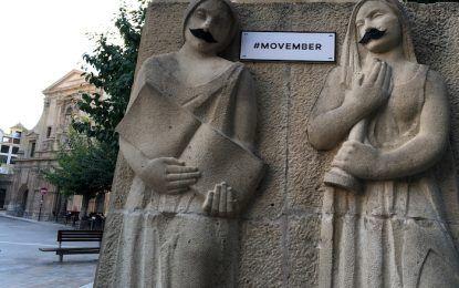 Movember llega a Murcia y sus esculturas amanecen con bigote