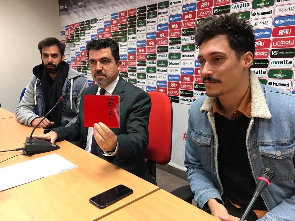 Claim presentan la edición especial Real Murcia de su nuevo disco, 'Sofá Paraíso'