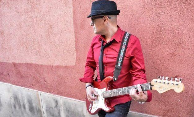 Entrevistamos a Javier Solo, que presenta su nuevo disco Mejor solo y bien acompañado